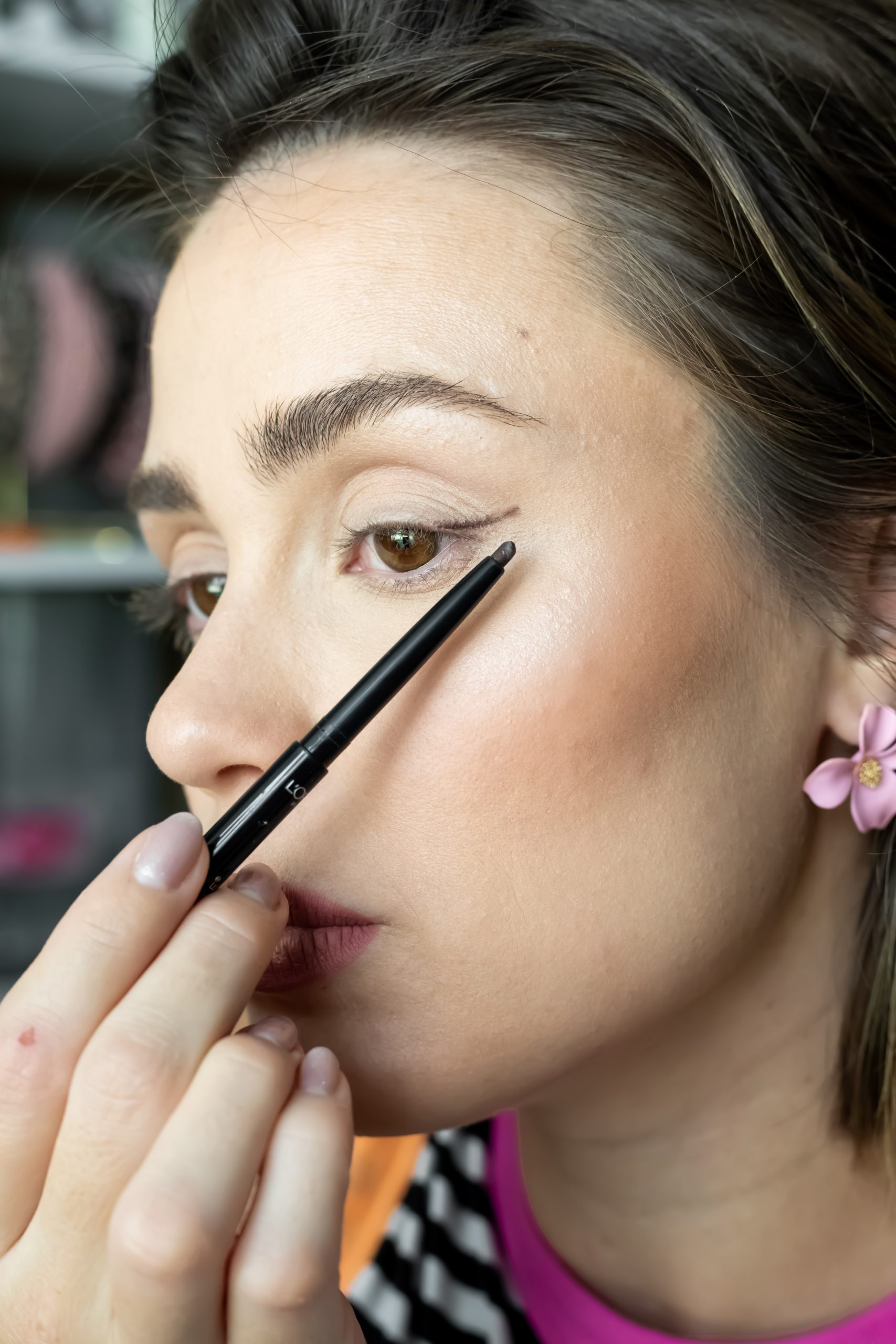 How to create a soft winged liner look with liner