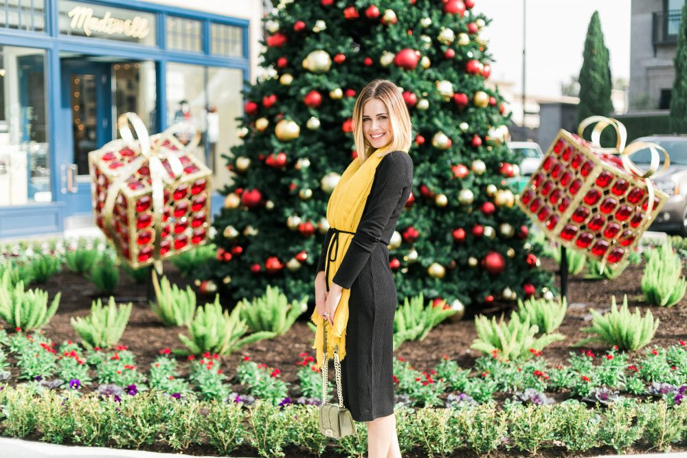 Holiday outfit look - A Holiday Outfit with Oasis by Houston fashion blogger Uptown with Elly Brown