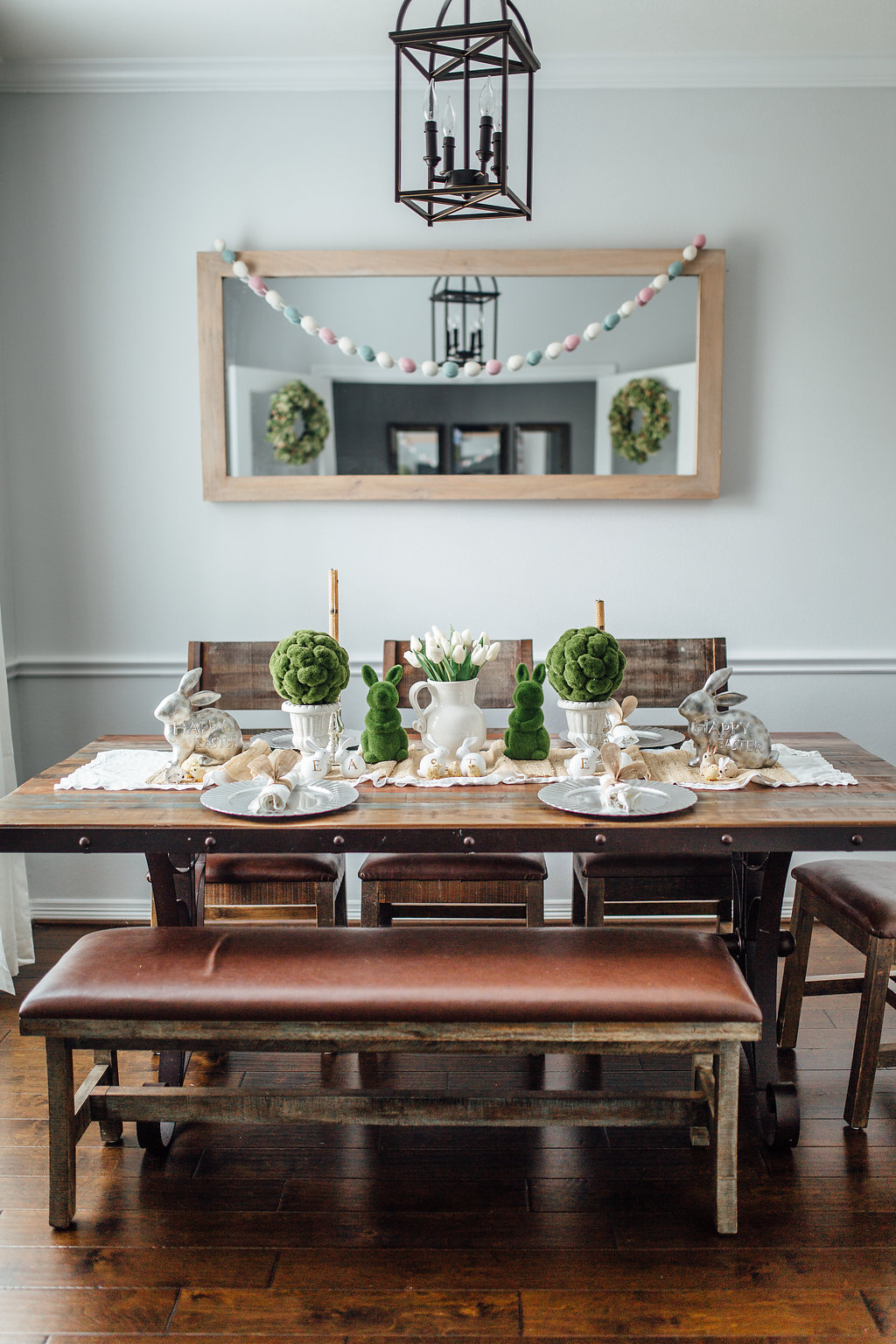 Looking for ideas to spruce up your Spring Table decor? Lifestyle blogger Elly shared over 15 gorgeous Spring Table Settings you can copy!