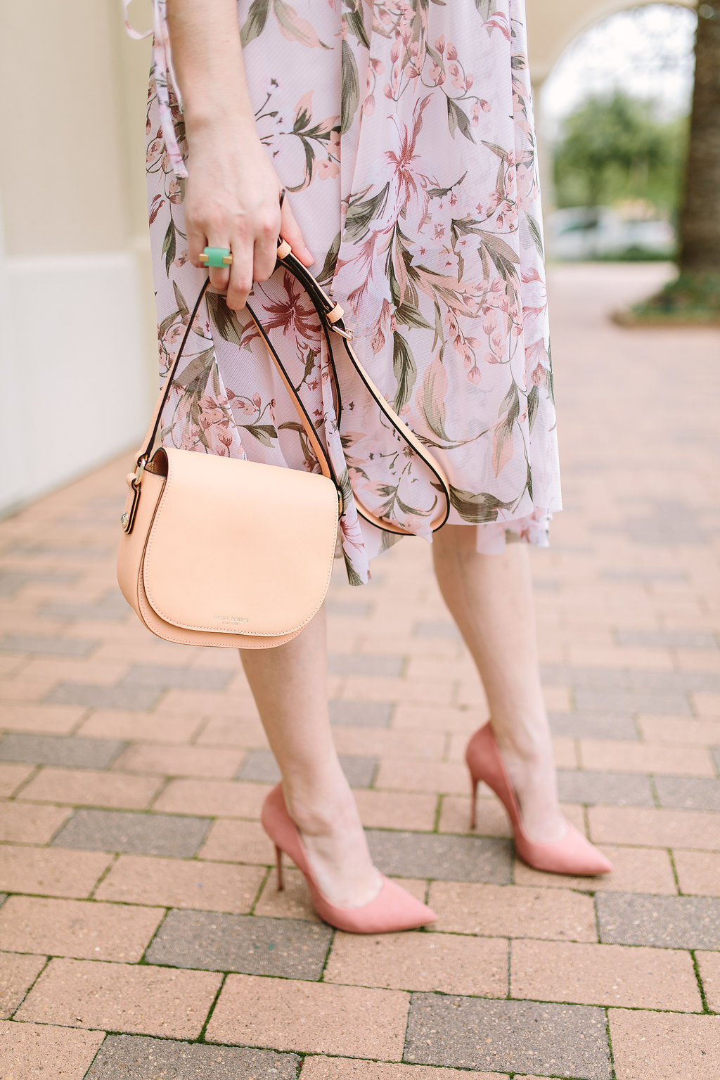 Houston fashion blogger Uptown With Elly Brown wears a Henri Bendel crossbody bag
