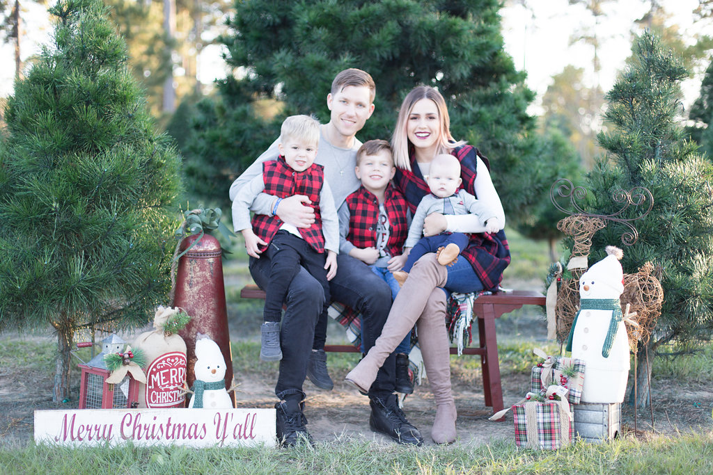 Houston Lifestyle Blogger Uptown with Elly Brown Shares 3 Ideas for Family Holiday Photos