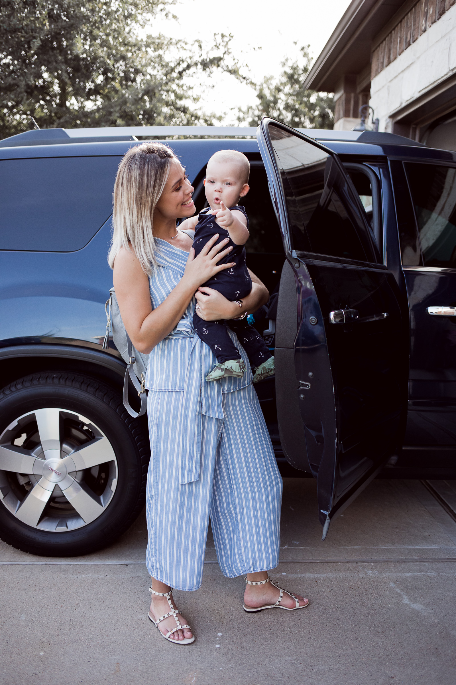 Houston lifestyle blogger Elly Brown reviews the Baby Jogger City View Car Seat and why it's the only carseat you will ever need