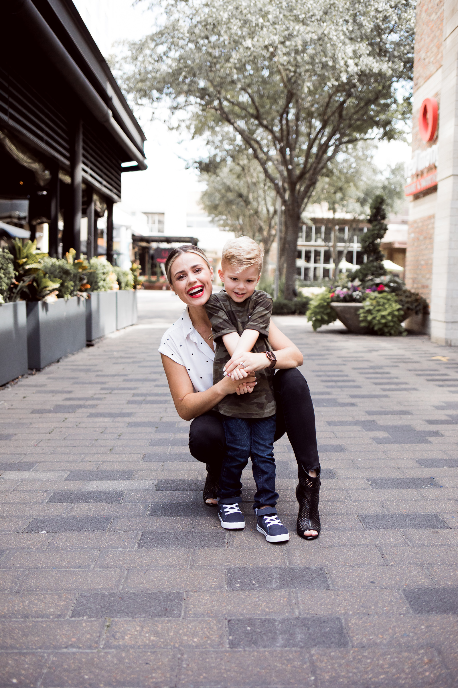 Houston lifestyle blogger Elly Brown and her kids wear Abercrombie clothes and talk about going back to school in style!