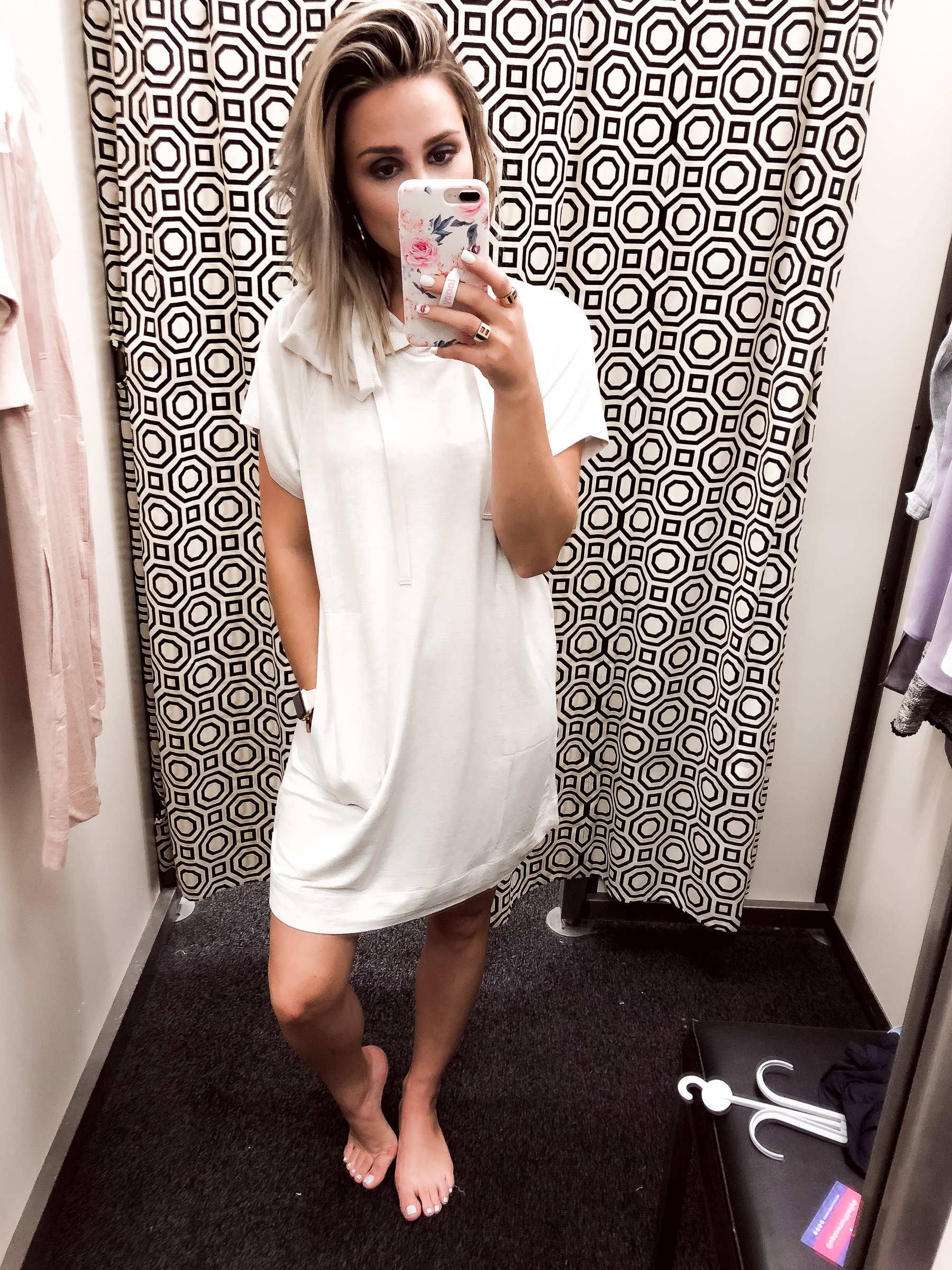 Houston Fashion blogger Uptown with Elly Brown wears a comfortable dress from Loft Outlet