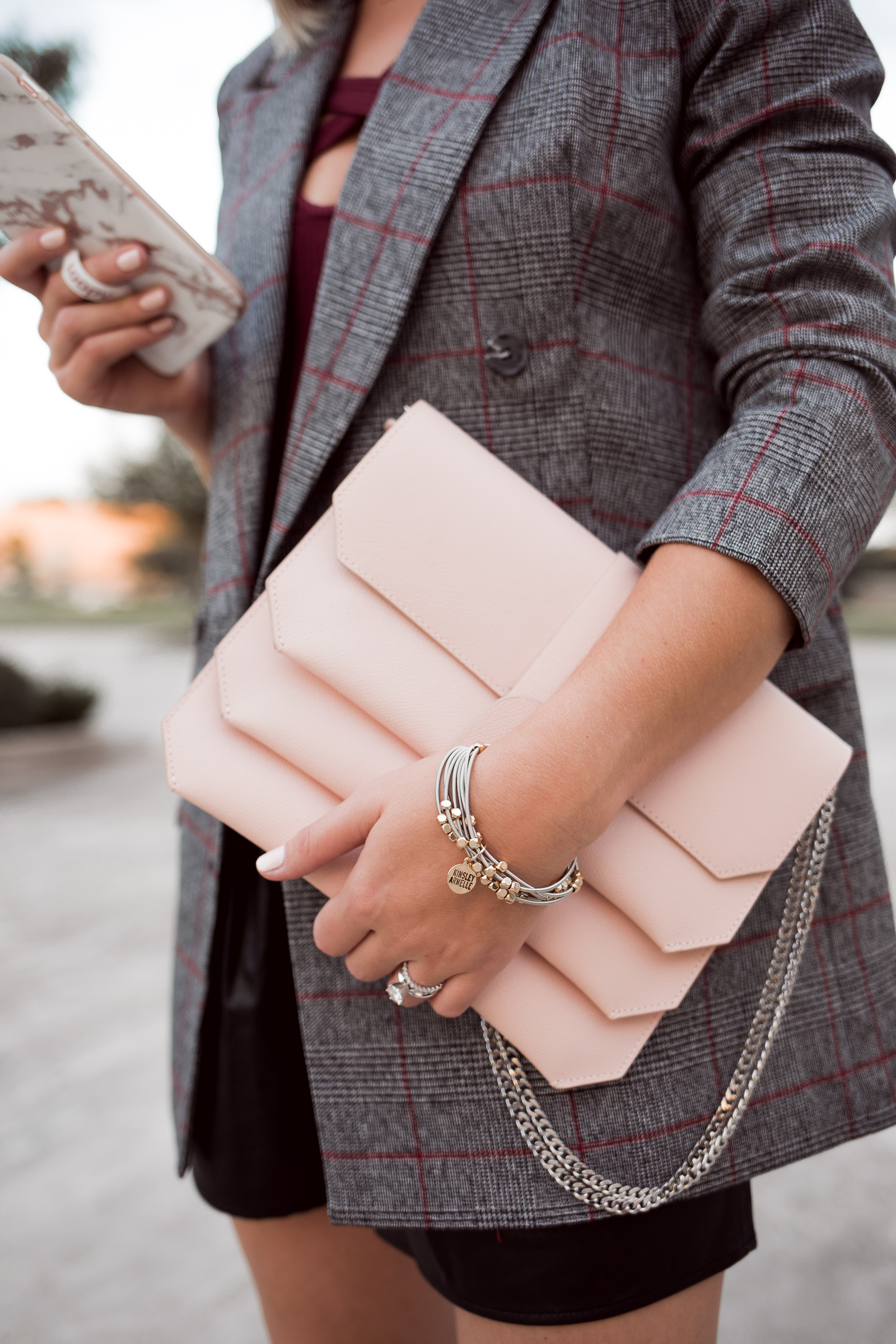 Houston Fashion blogger Uptown with Elly Brown wears a Senreve blush pink crossbody bag