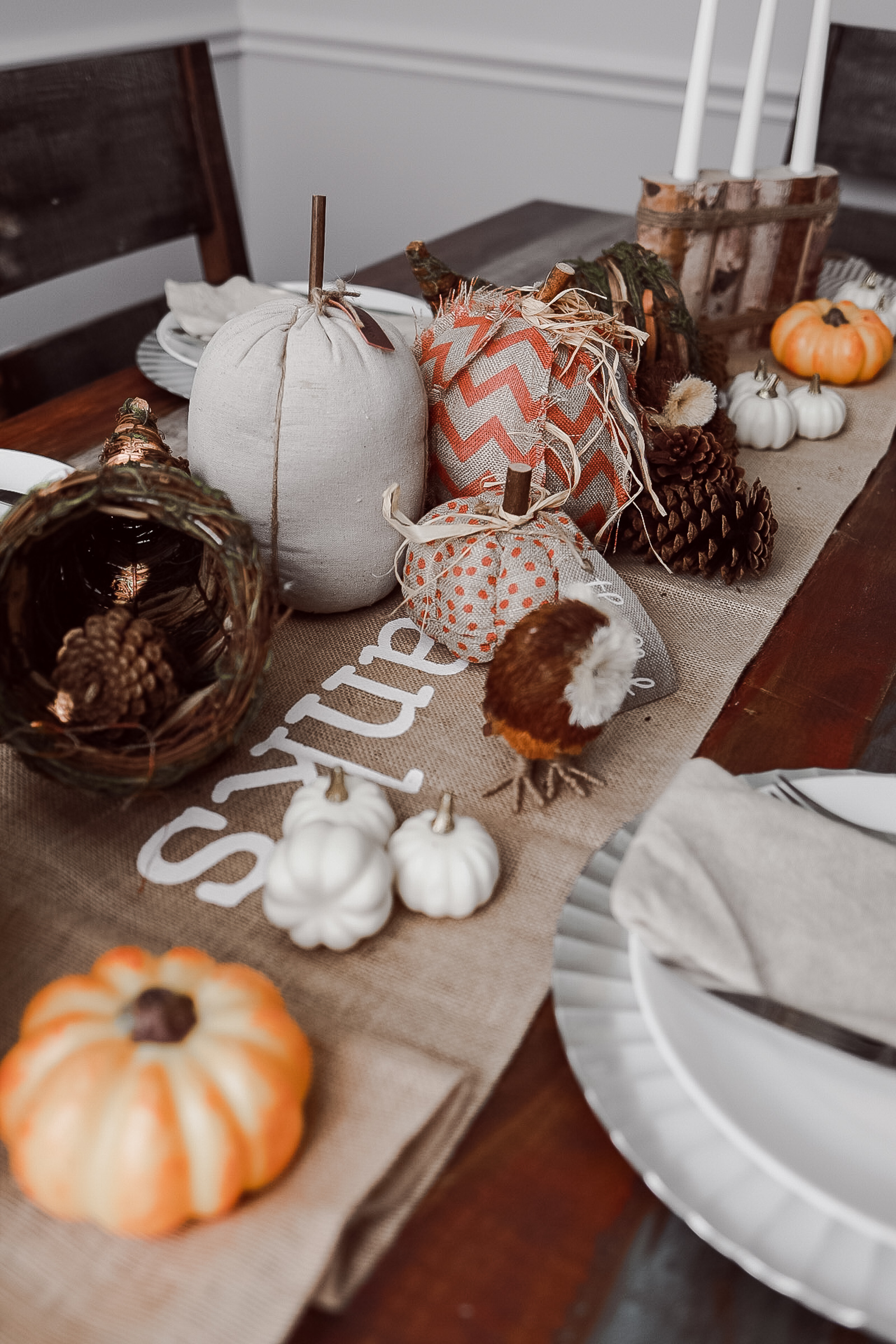 Houston lifestyle blogger Uptown with Elly Brown shares 15 Thanksgiving Tablescapes to copy! From shabby chic to farmhouse, she has you covered!
