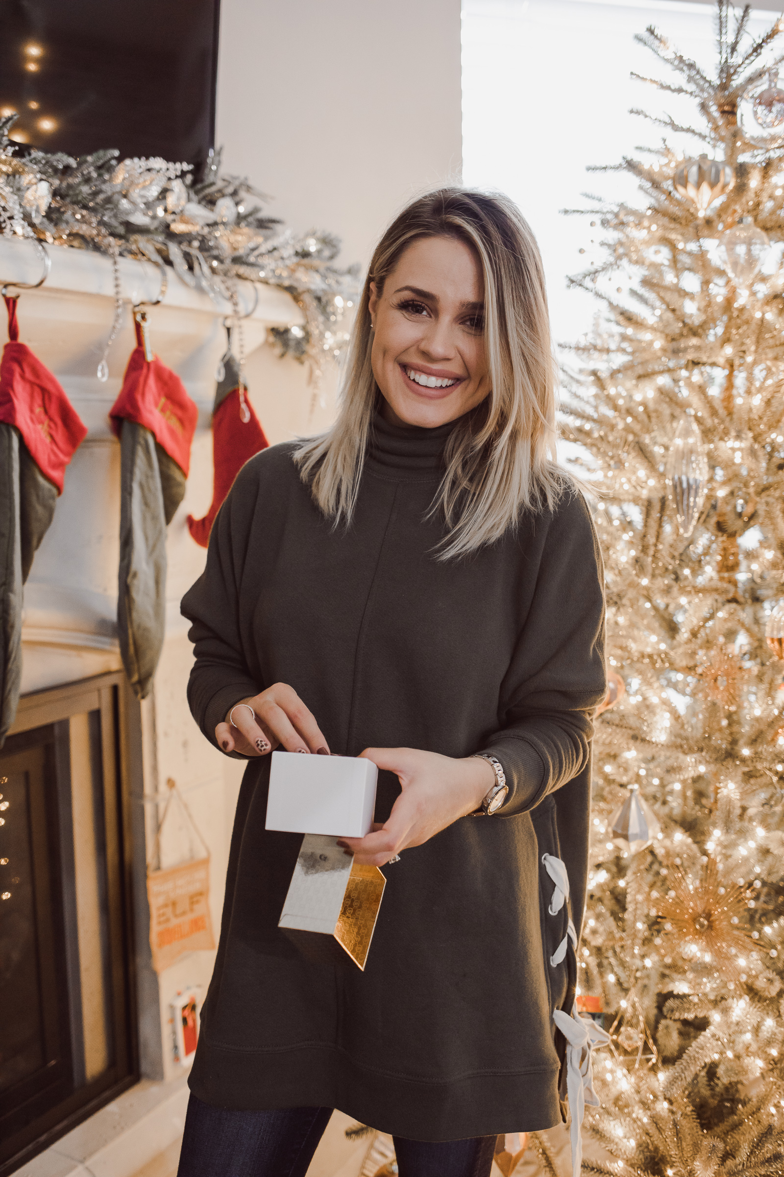 Houston lifestyle blogger Uptown with Elly Brown shares Gift Ideas For Her, and why it's also important to treat yo' self!