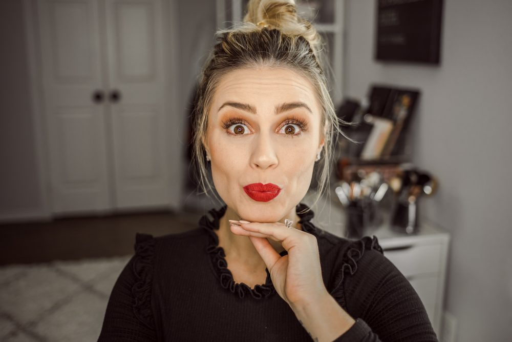 Looking for Easy Holiday Makeup ideas? Houston Beauty blogger Uptown with Elly Brown shares her go to sparkle holiday makeup!