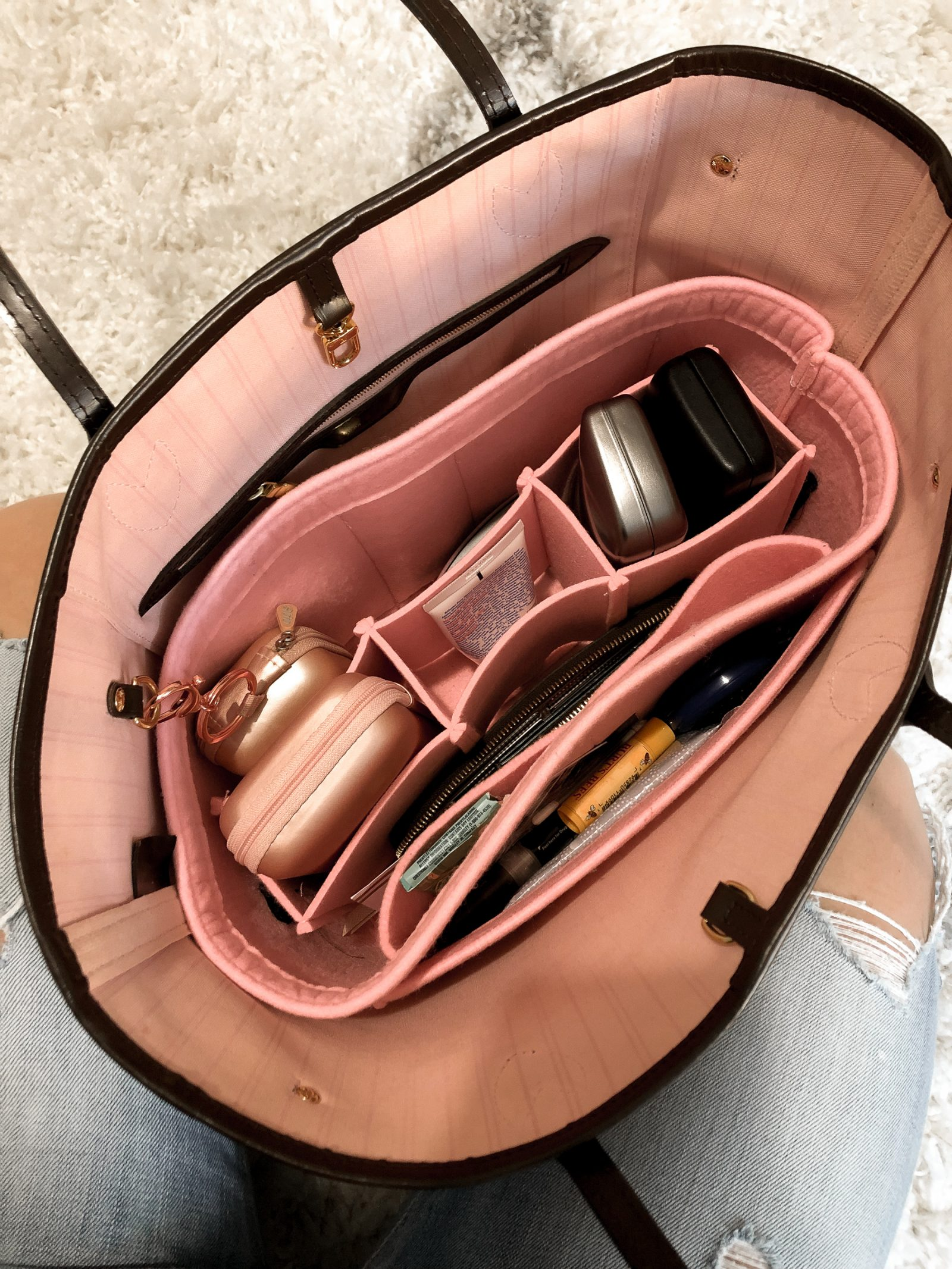 Houston blogger Uptown with Elly Brown shares her Neverfull MM felt bag organizer