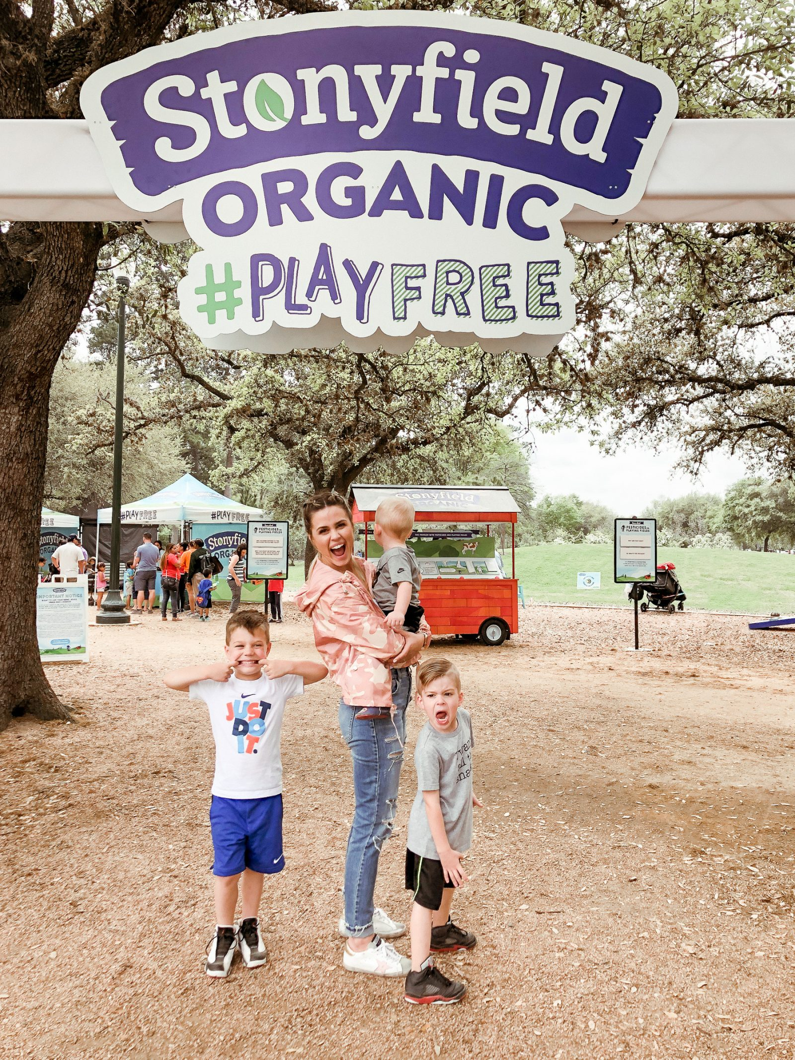 Houston lifestyle blogger Uptown with Elly Brown teams up with Stonyfield to share about their initiative and how they are making public parks now organic!