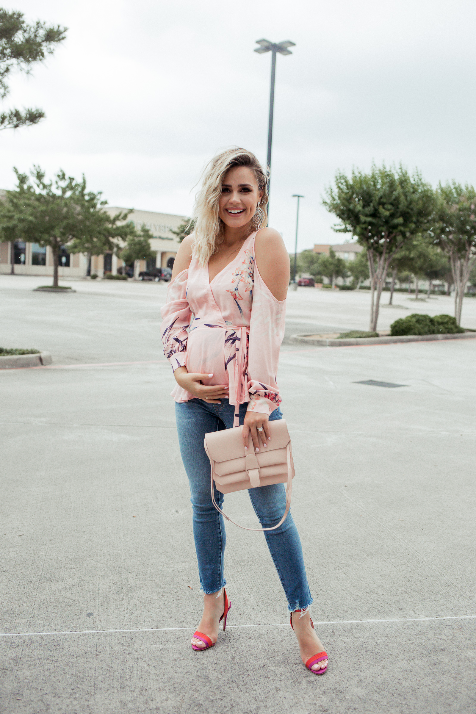 Looking for maternity clothes? Houston blogger Uptown with Elly Brown shares Where to Buy The Best Maternity Clothes Online.