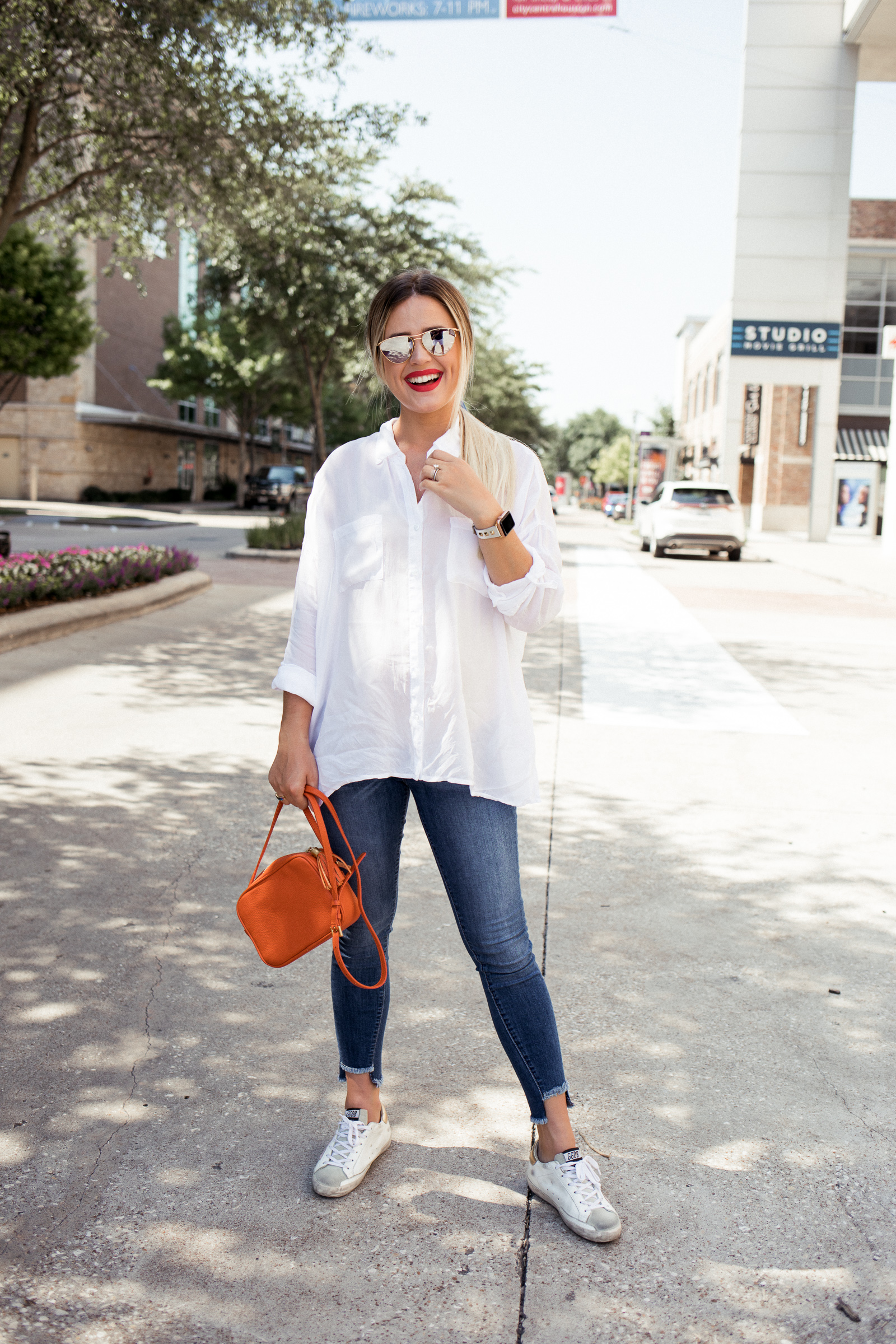 Houston fashion blogger wears skinny parker smith jeans and an oversized button down top