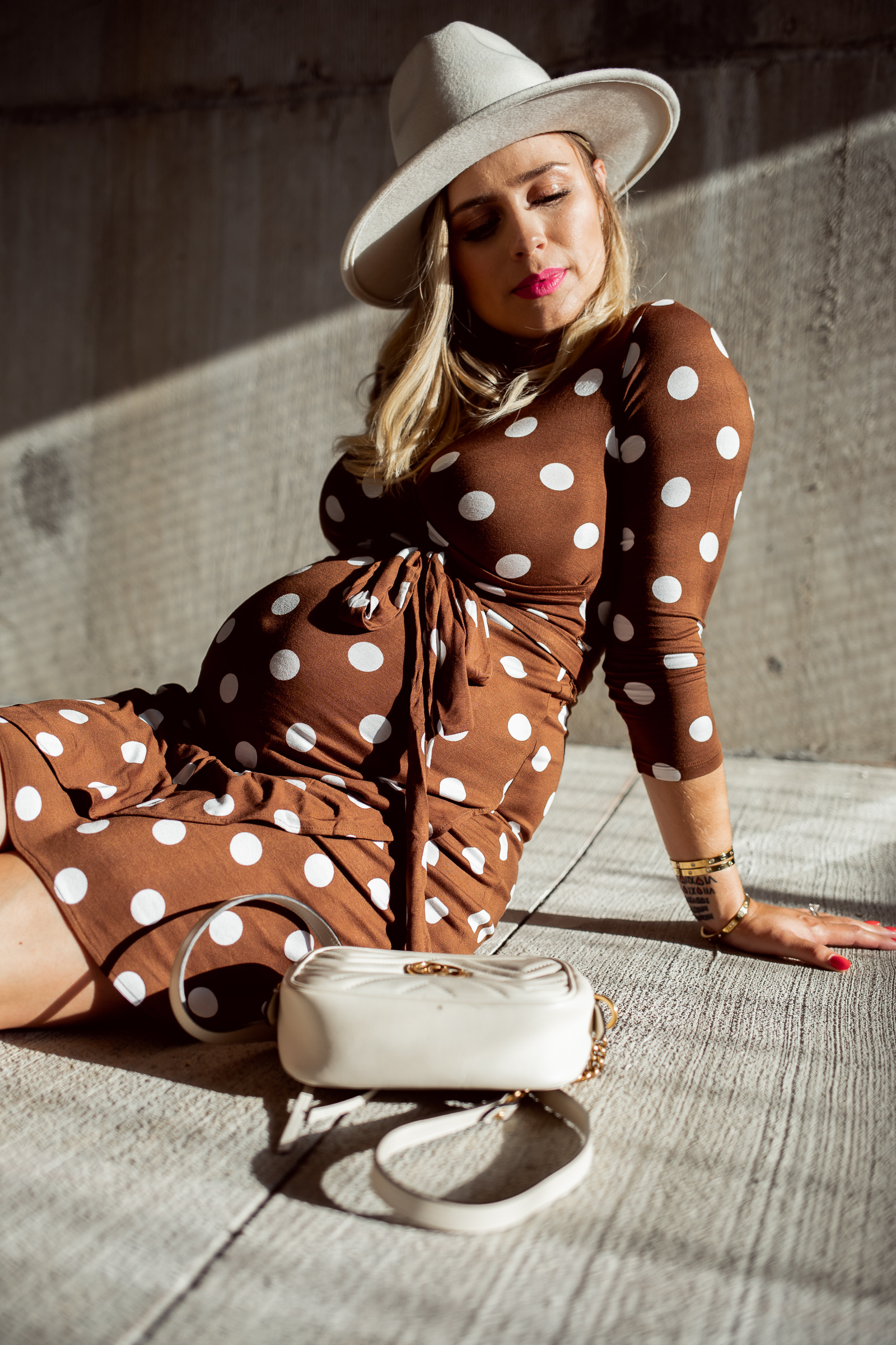 houston fashion blogger Elly Brown wears a maternity polka dot dress from HM