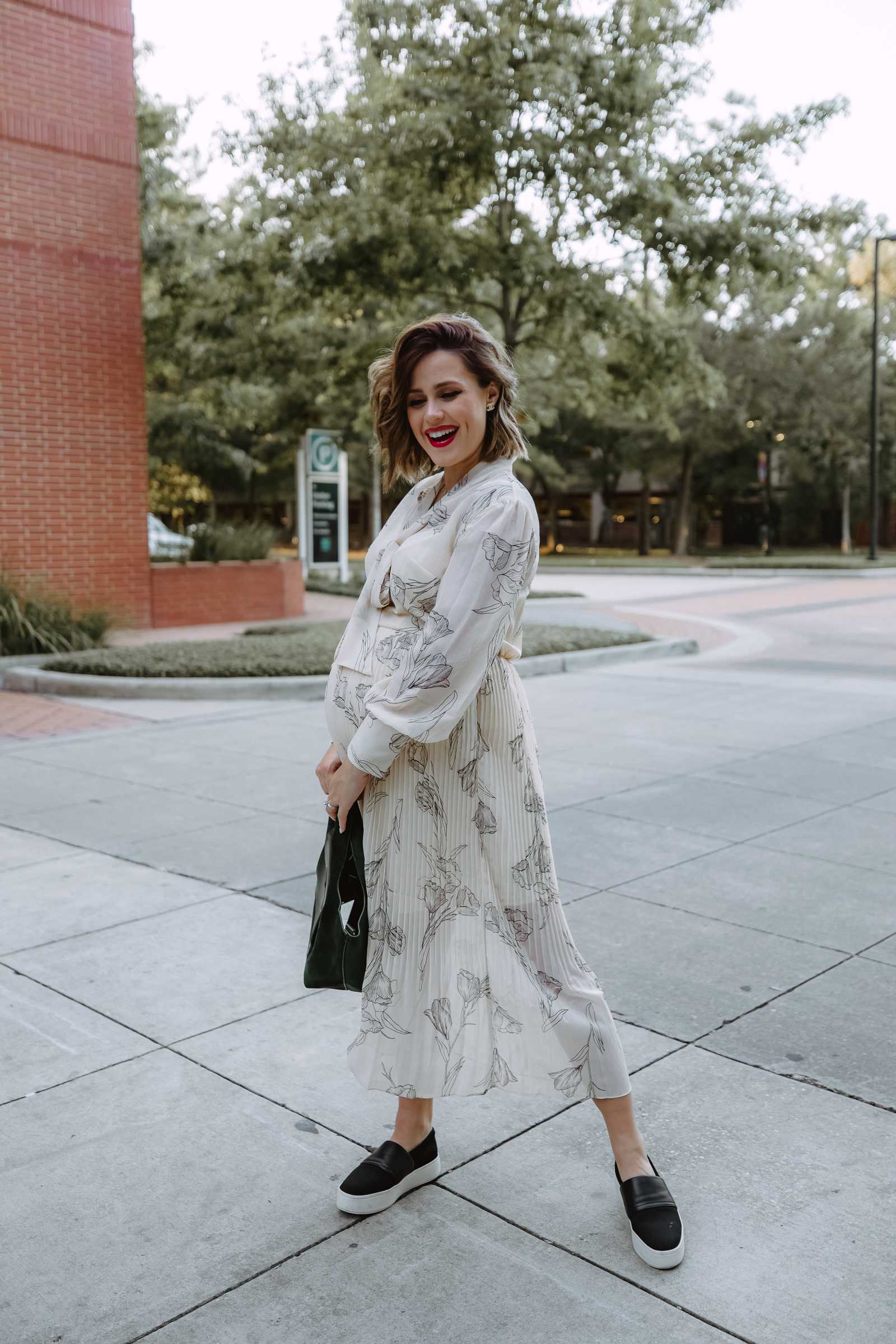 From work to play to weekend errands, Elly Brown shares 3 Ideas To Wear A Pleated Dress that's perfect for fall and under $35!