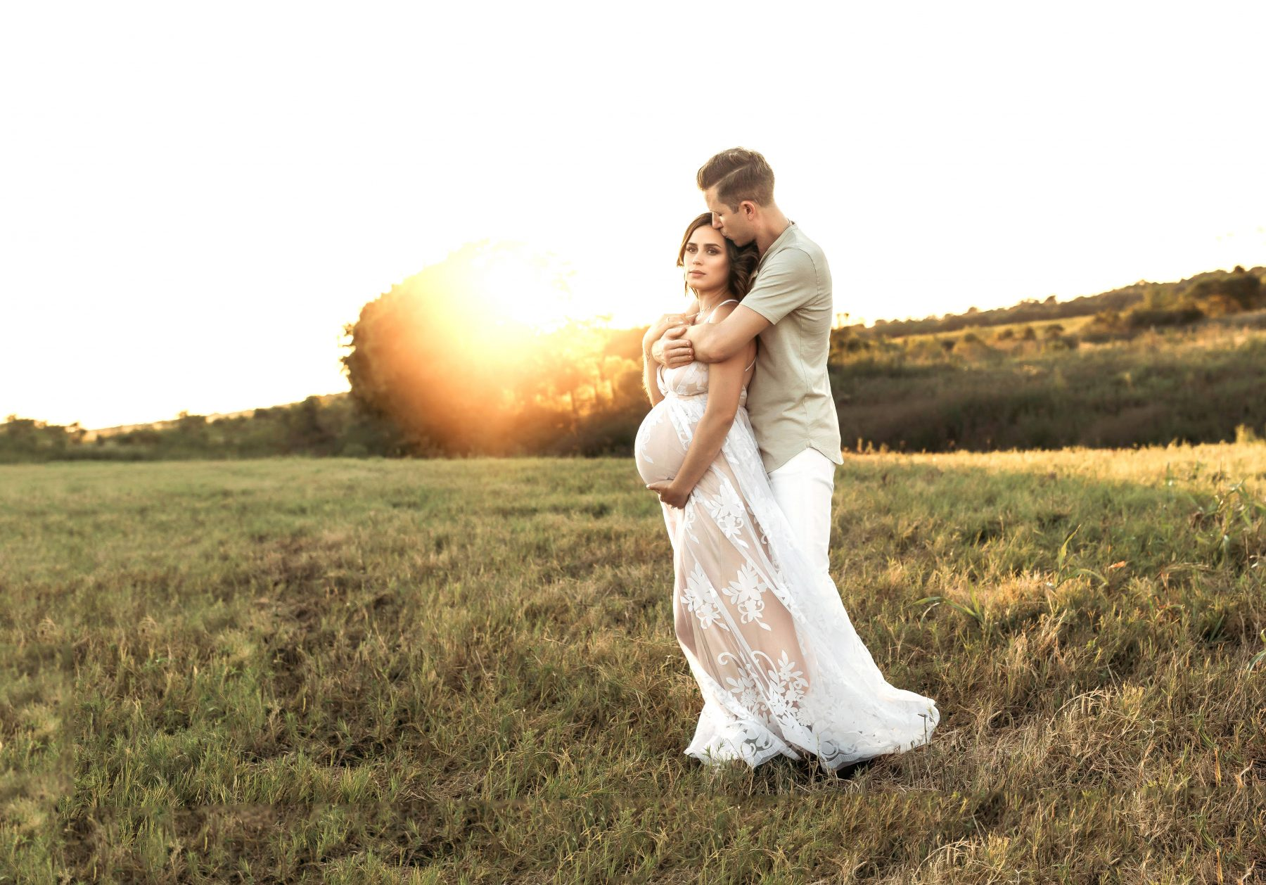 Houston lifestyle blogger Elly Brown shares her outdoor couples maternity photos