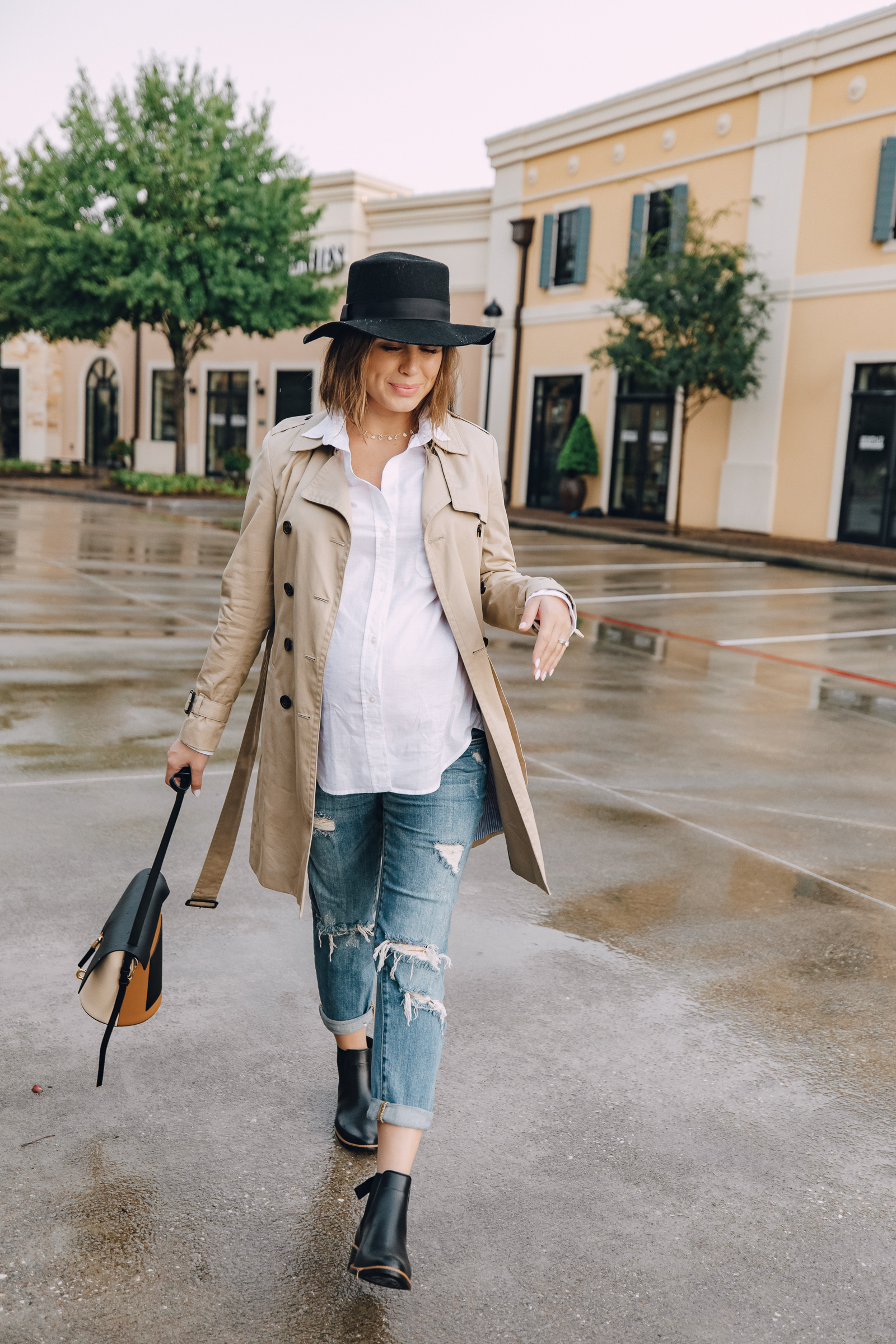 Elly Brown wears a trench coat with girlfriend denim for a rainy day outfit