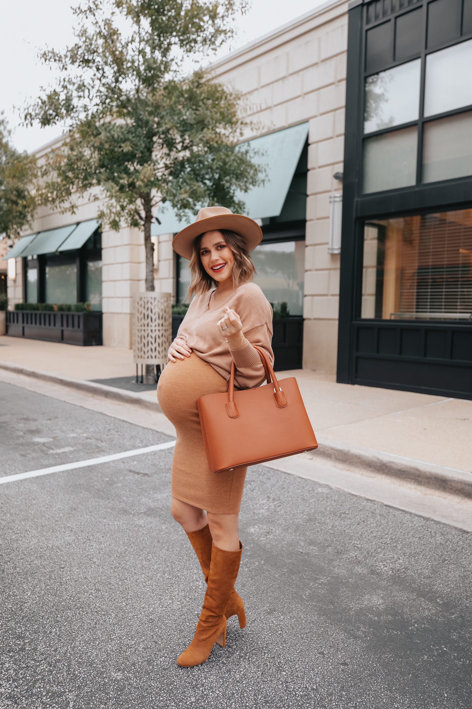 Looking for a fall outfit? Houston fashion blogger Elly Brown wears a Fall Monochrome Outfit that perfect for the weekend!