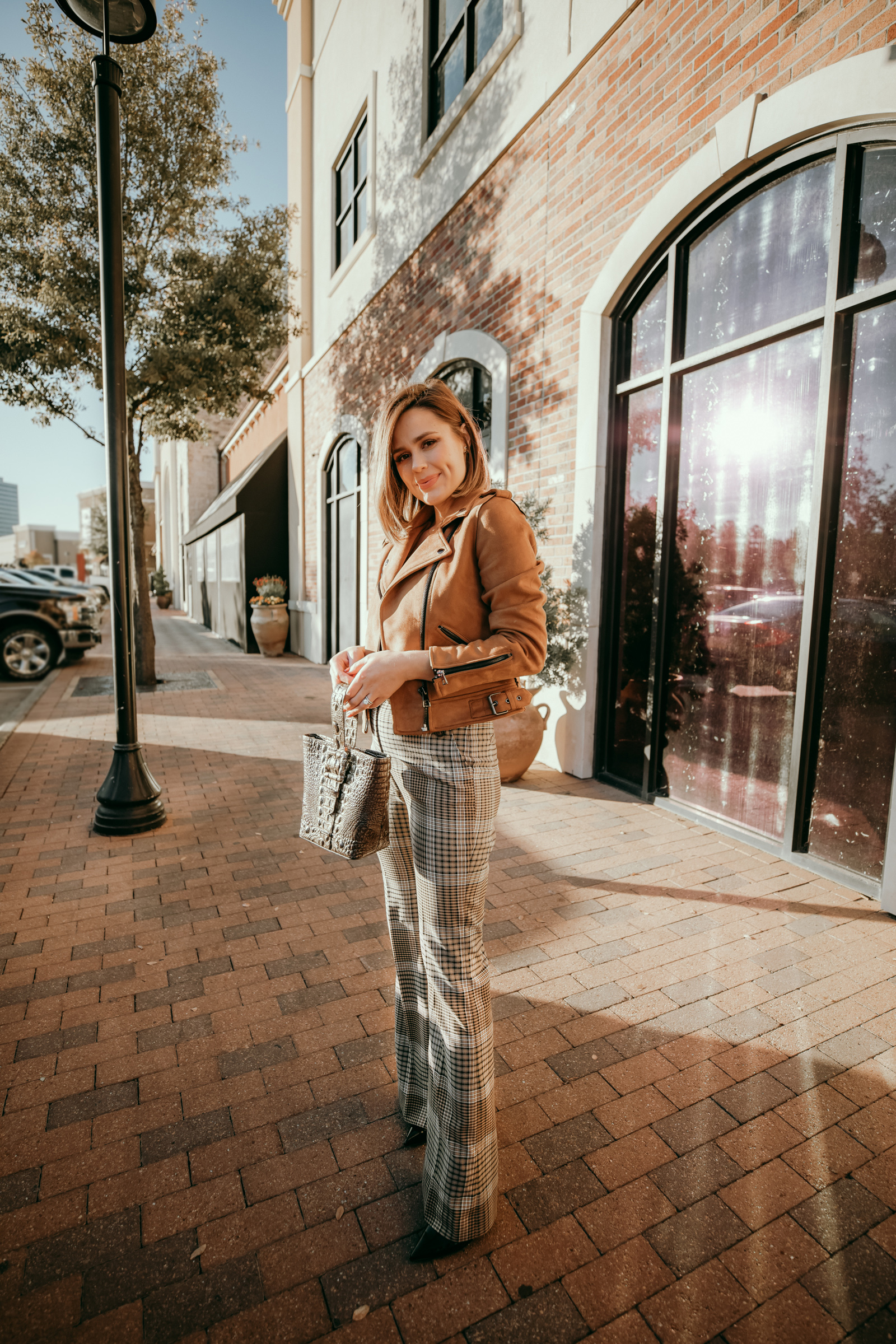 When life hands you lemon what do you do? Houston lifestyle blogger Elly Brown shares How to Stay Positive when life gets hard.