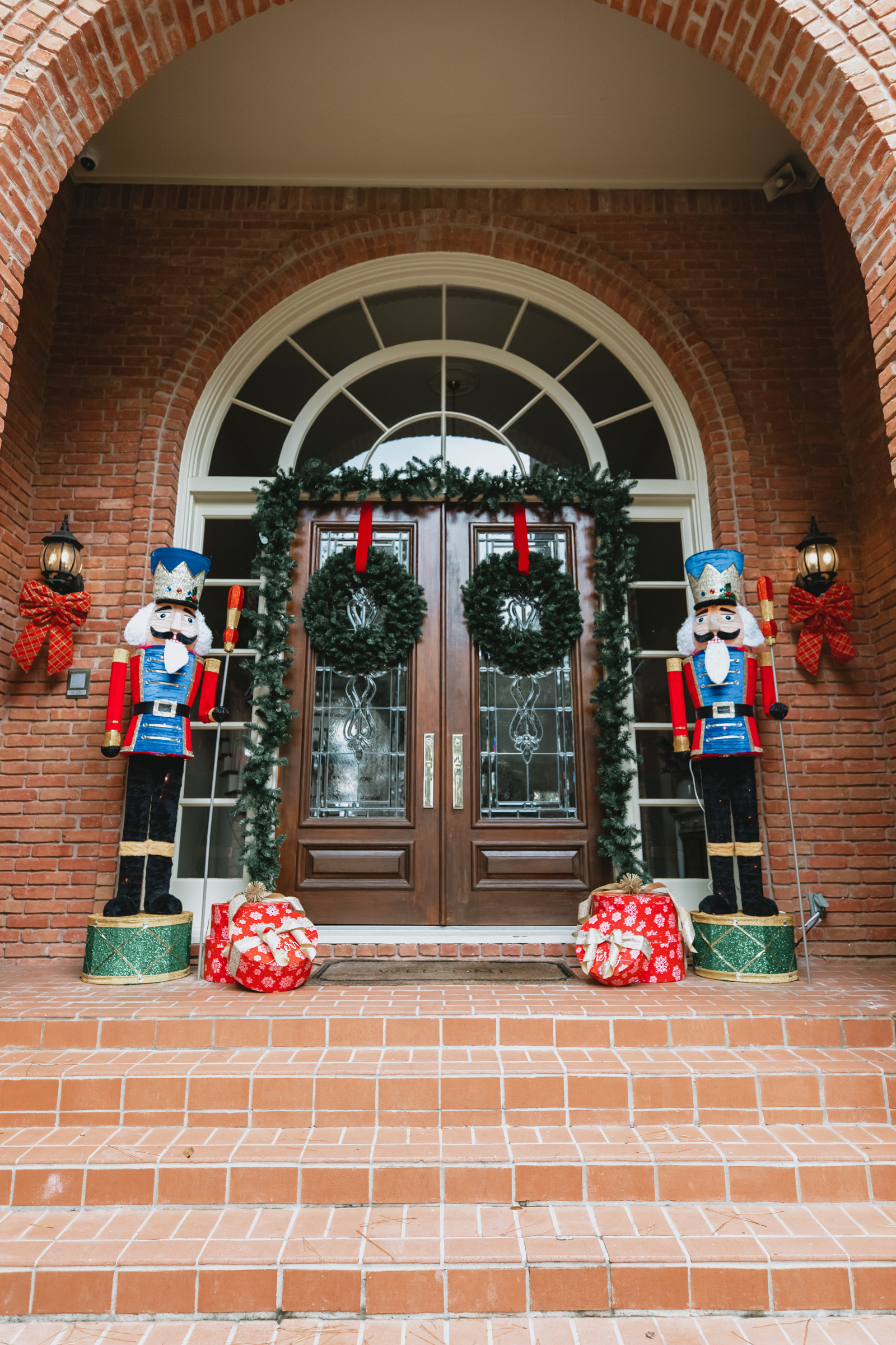 Front Porch Christmas Decorations // outside nutcracker porch decorations for Christmas