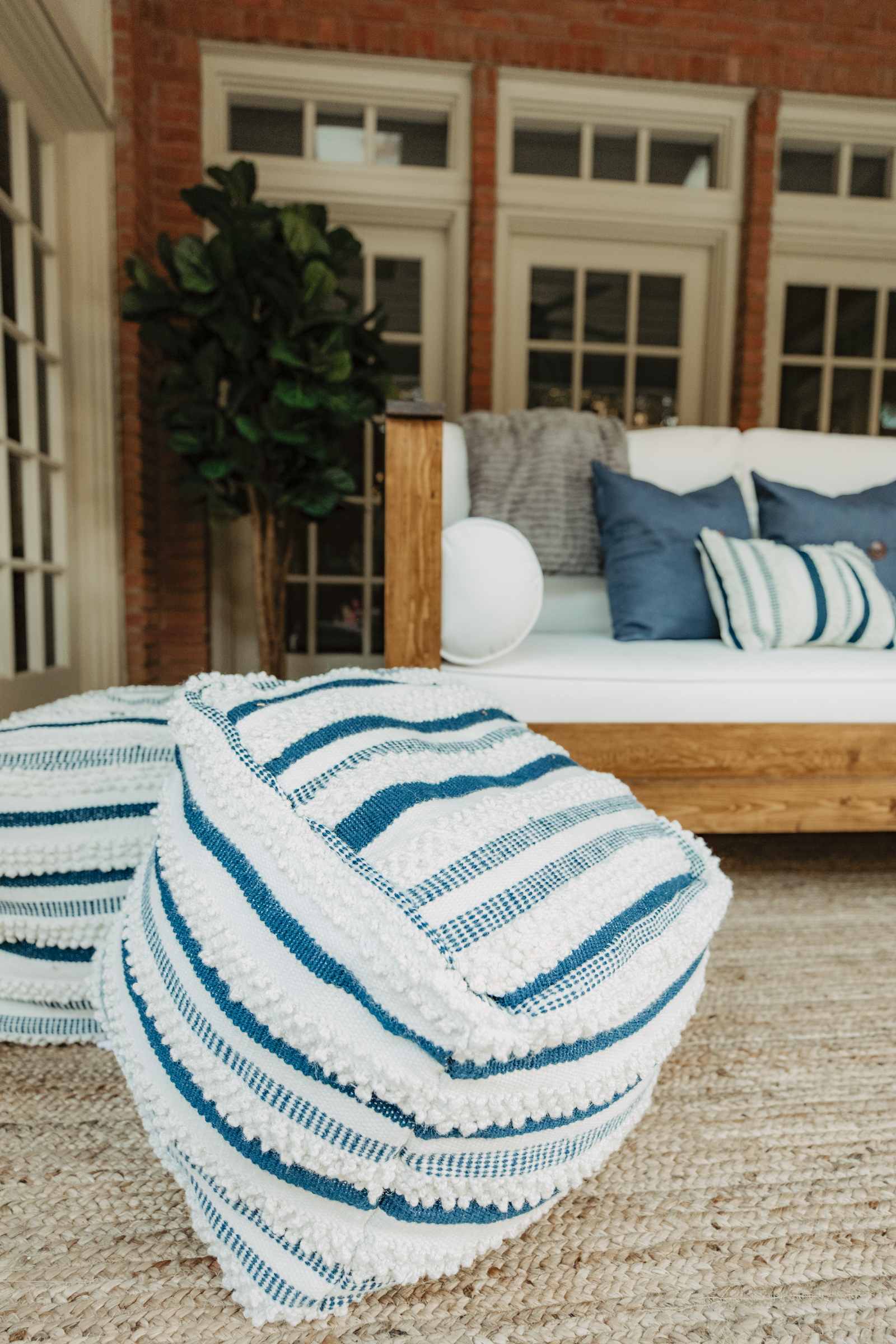 Patio decor on a budget. Elly Brown shares her swing bed for her backyard patio and how she decorated on a budget!