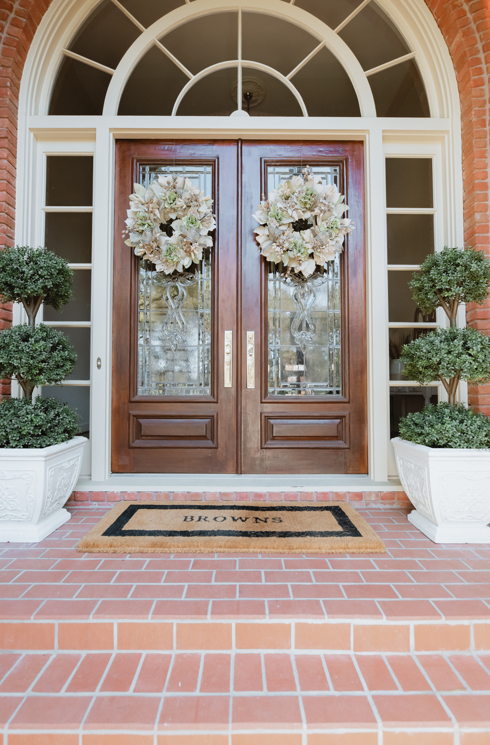 Elly Brown shares her front porch decor for Spring that's simple and elegant