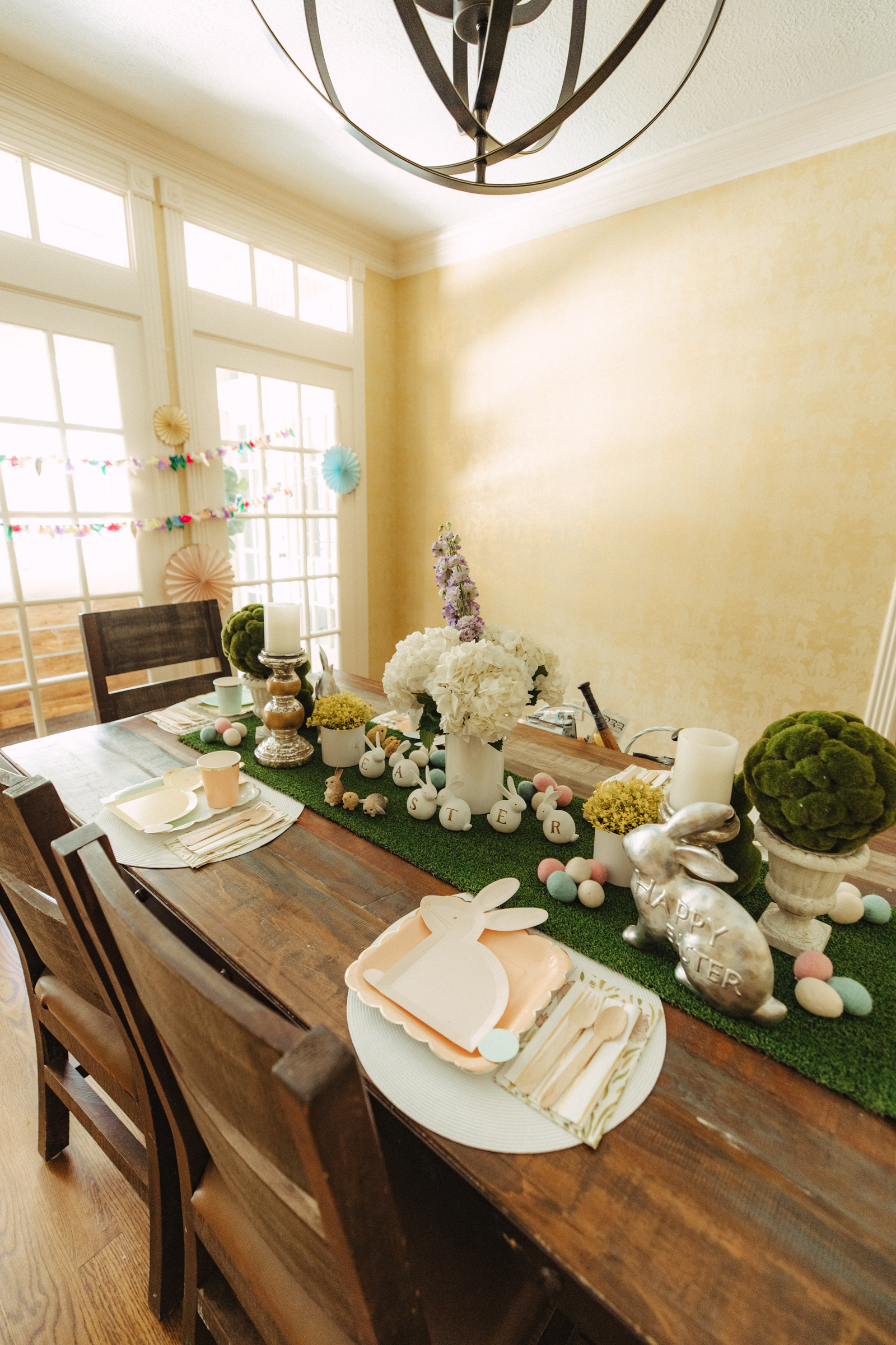 Easy and kid friendly table settings for Easter
