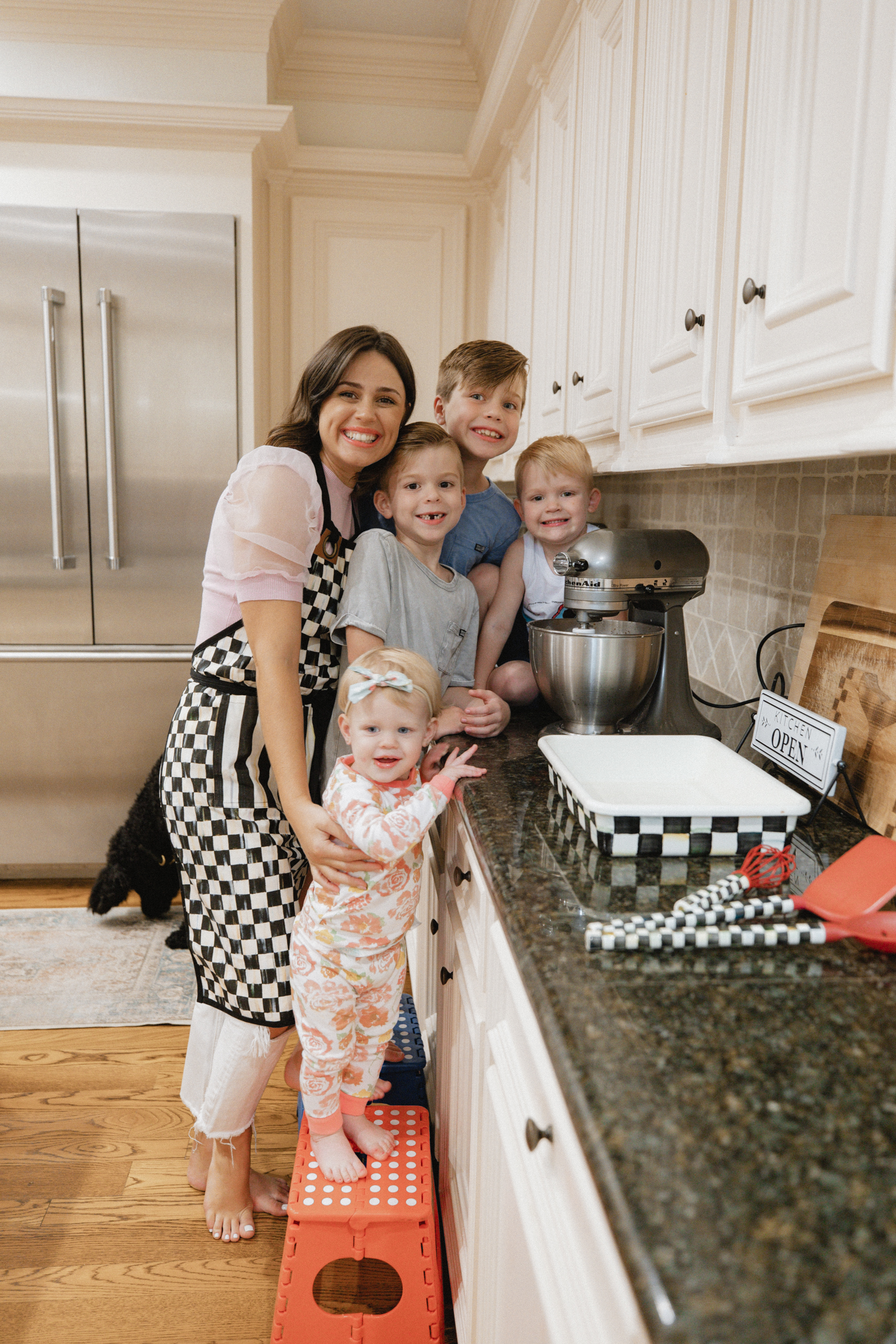 Looking for easy and kid friendly recipes? Elly Brown gathers over 10 Easy Baking Recipes for Kids the whole family will enjoy!