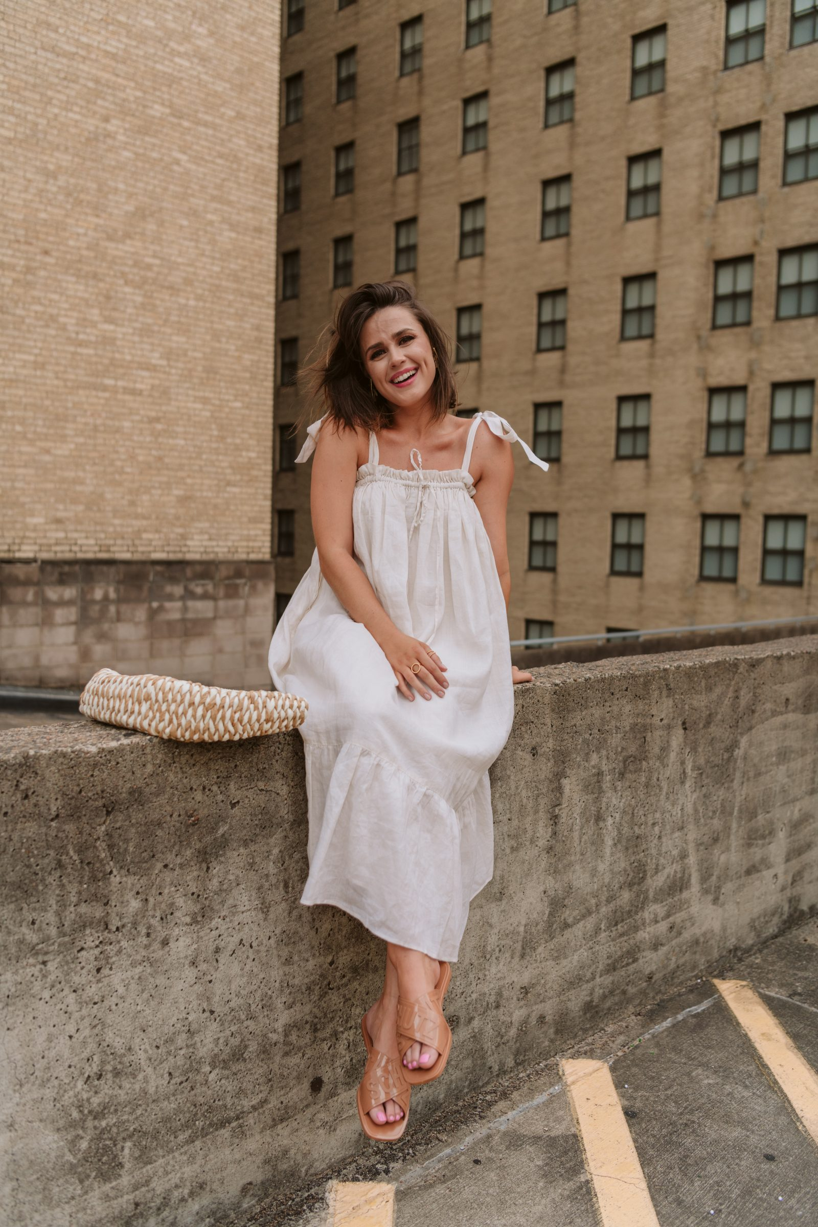 Houston Fashion Blogger Elly Brown wears a linen Summer dress from revolve and Schutz jelly slides